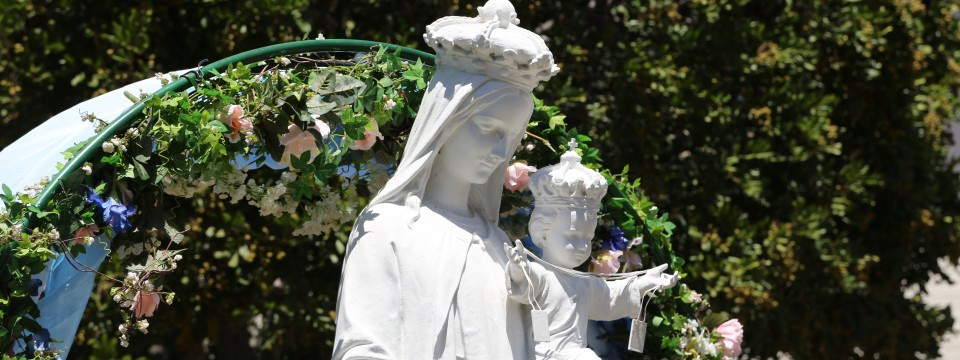 O Mary, We Crown Thee…